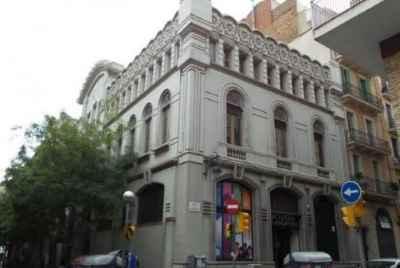 Потрясающеемодернистское здание 1900 года в центре Барселоны рядом с Пасео де Грасия